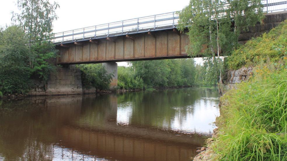 Kauhavaa sillalta sillalle silta ja joki
