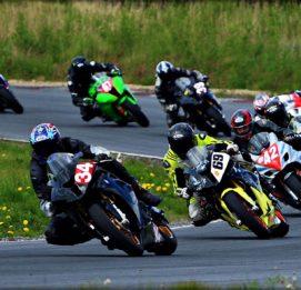 Botniaring kilpa-ajoa moottoripyörillä