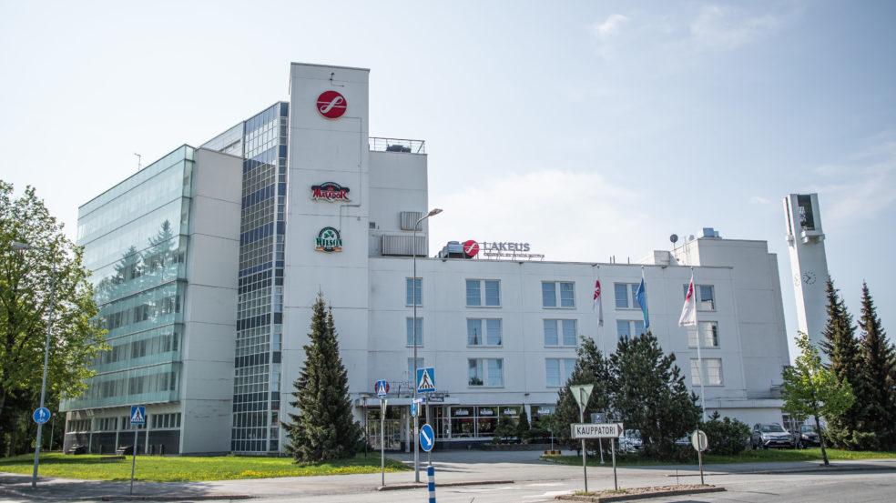 Original Sokos Hotel Lakeus Seinäjoki kuvattuna ulkoa kesällä