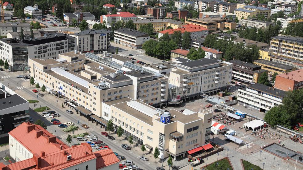 Original Sokos Hotel Vaakuna Seinäjoki keskustassa kuvattuna ilmasta