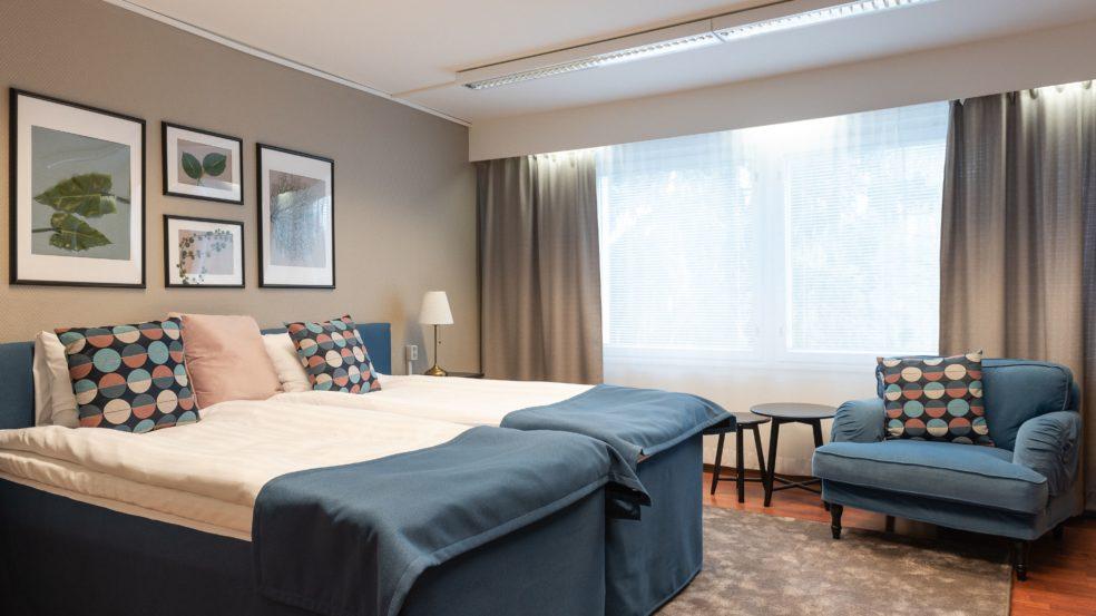 Hotel Sorsanpesä sisustettu hotellihuone