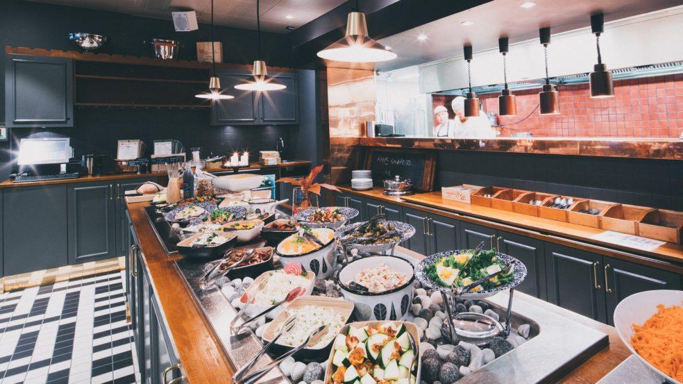 ravintola talriikki tuoksuja ja makuja tarjoava noutopöytä