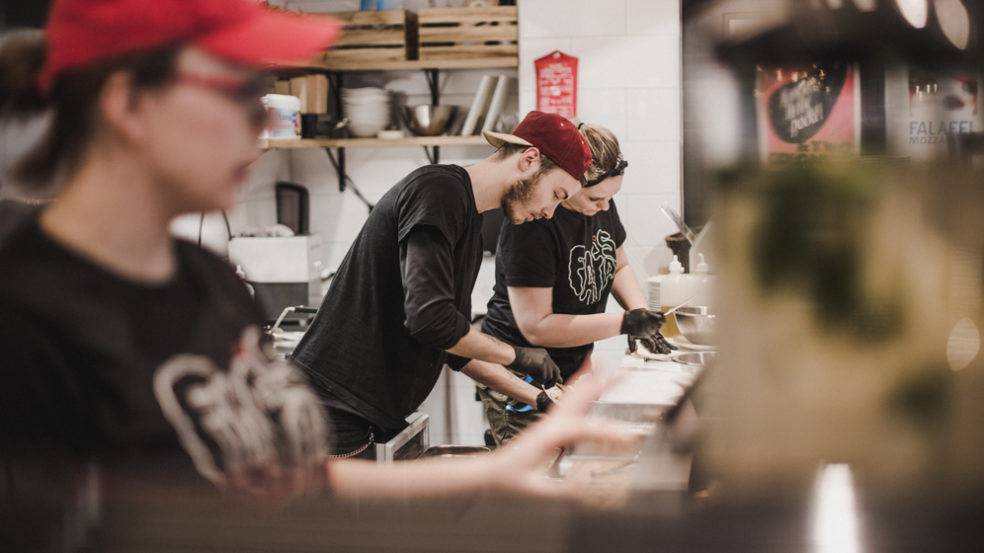 fafas seinäjoki taitavat kokit ja asiakaspalvelijat työn äärellä