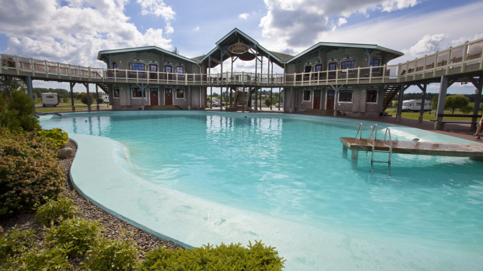 Powerpark Hotel San Marino satumaisen upea uima-allas ja hotelli