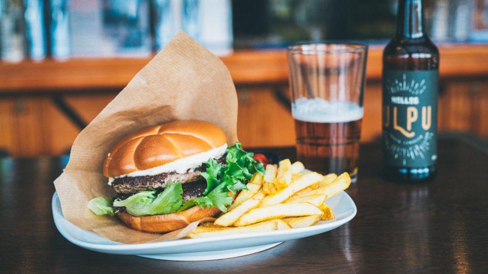 Pub Wilsonin hampurilaisannos ja olut