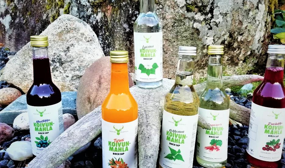 Nature Paavola valmistetut mahlapullot sommiteltuna suomen luontoon