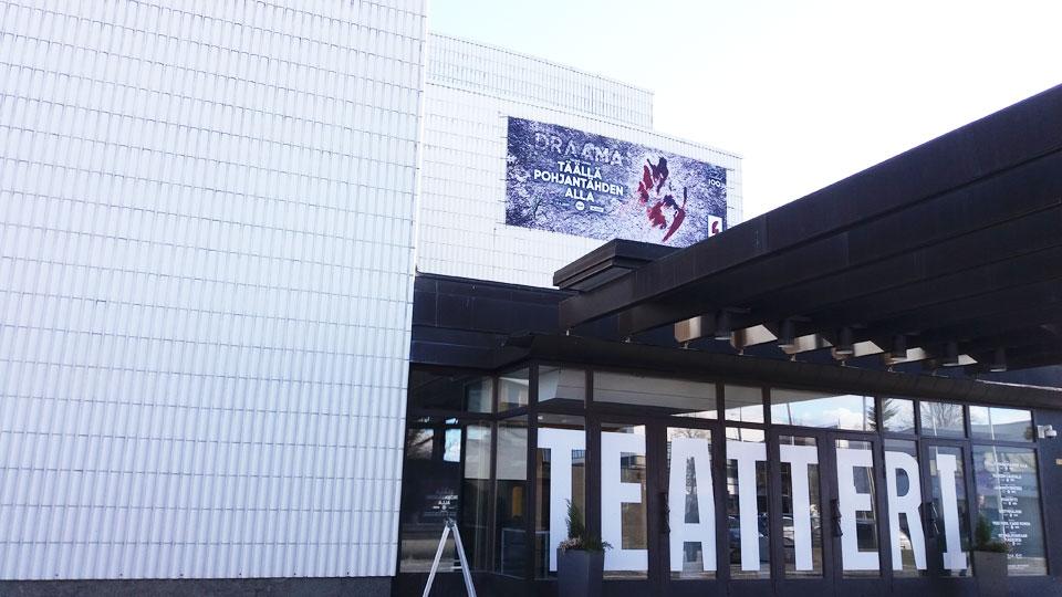 Seinäjoen kaupunginteatteri teatteri -sana ikkunoissa
