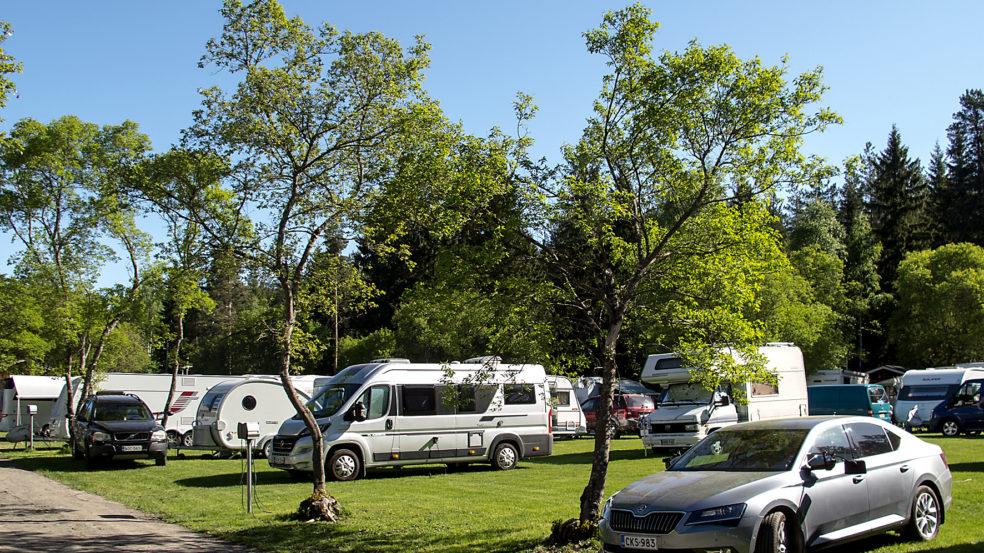 Seinäjoen Leirintäalue Caravan ja auto