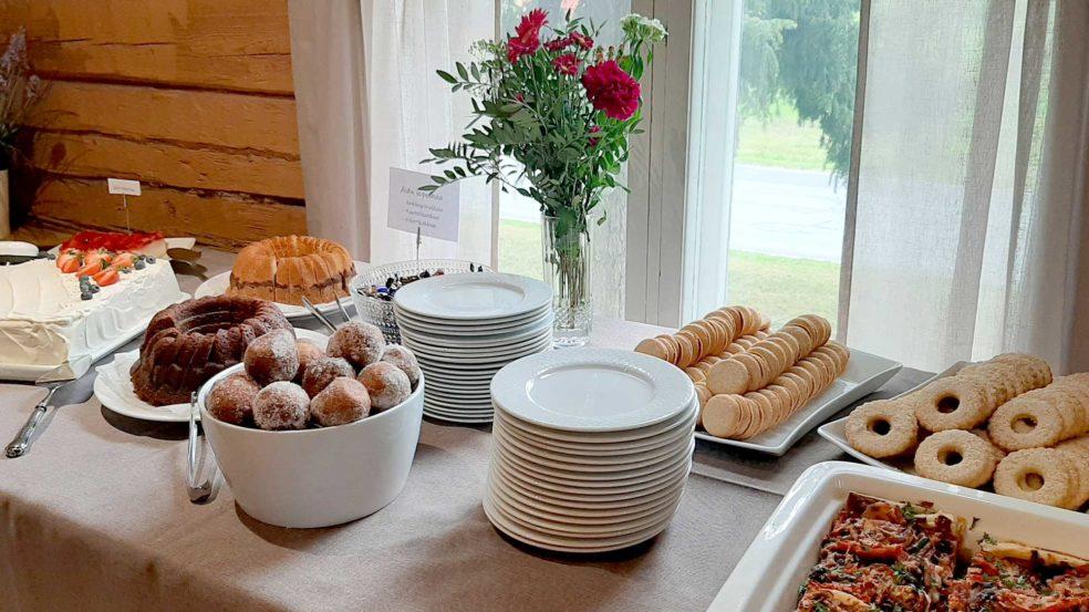Kuharanta herkullinen ja juhlallinen buffet.