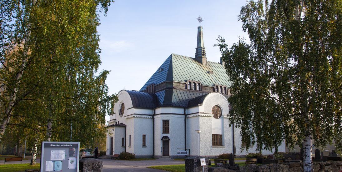 Alavuden kirkko kesällä
