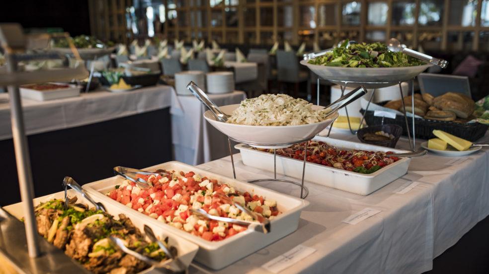 Kuortaneen urheiluopiston ravintolan buffet