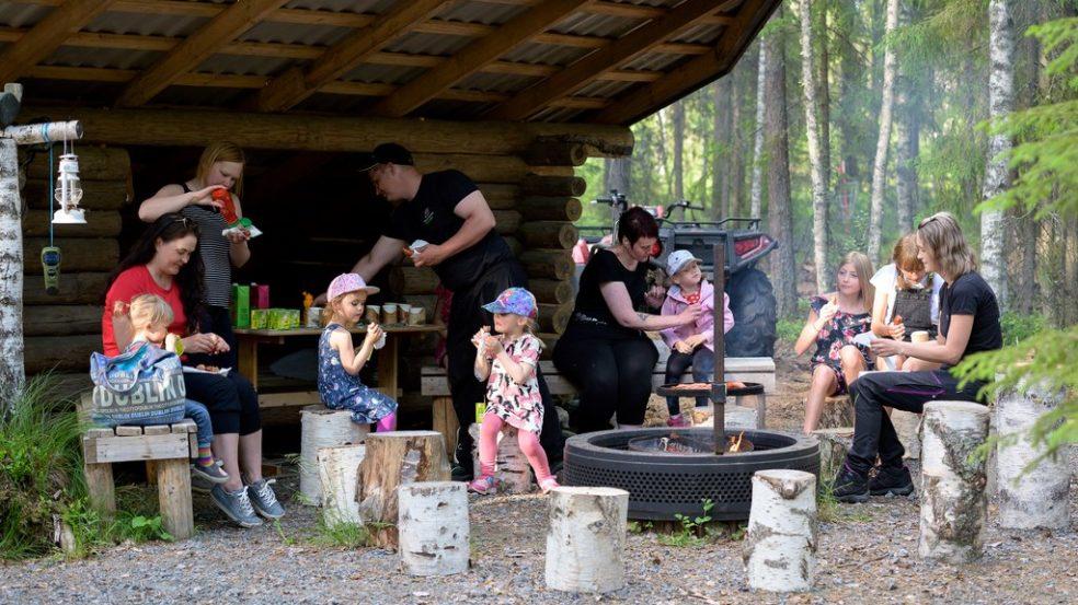 Metsäretkelle laavulle, tekemistä yhdessä, Maatilamatkailu Ilomäki, Seinäjoki