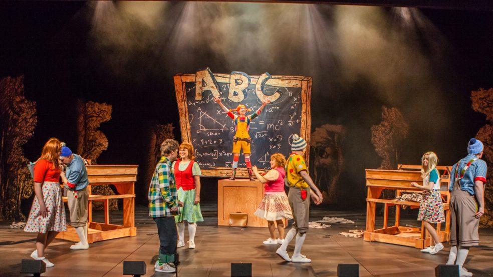 Näytelmässä Peppi Pitkätossu koulussa
