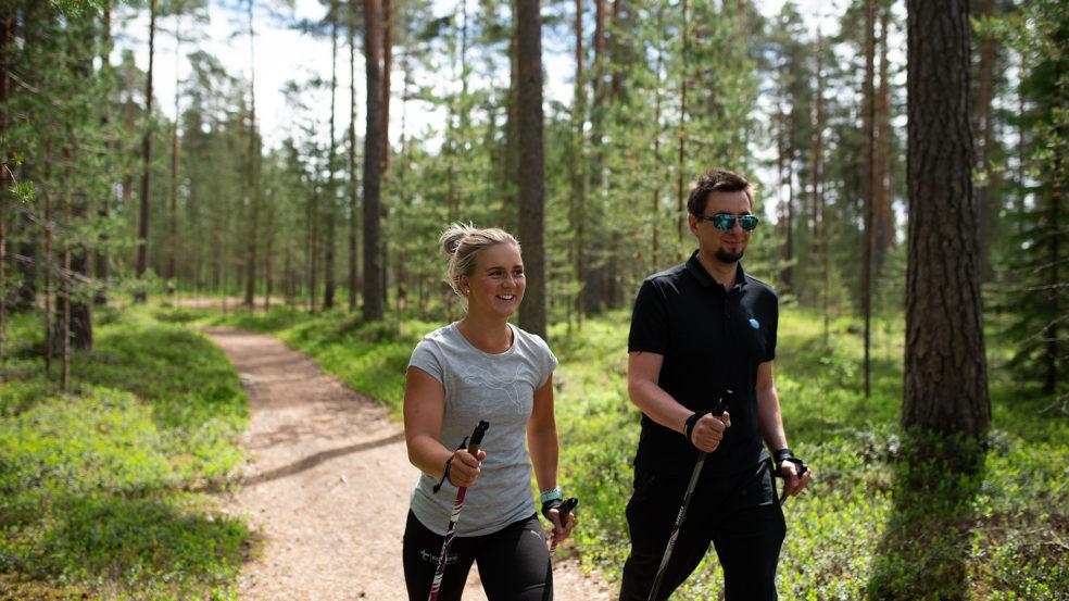 Sauvakävelyä Kuortaneen Urheiluopiston ympäristössä
