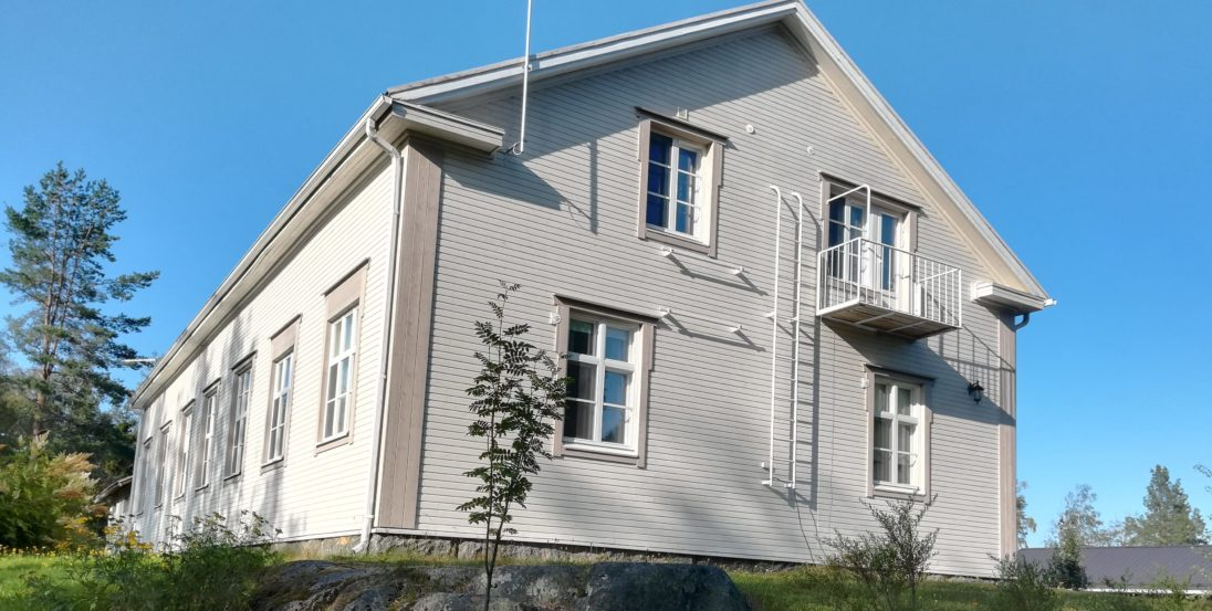 Tohninmäen talo kesällä