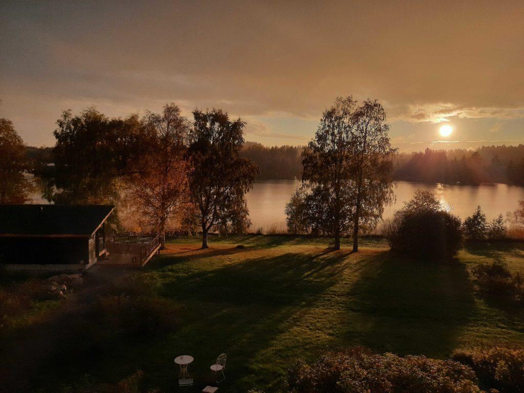 Upea maisema järvelle Ähtärissä