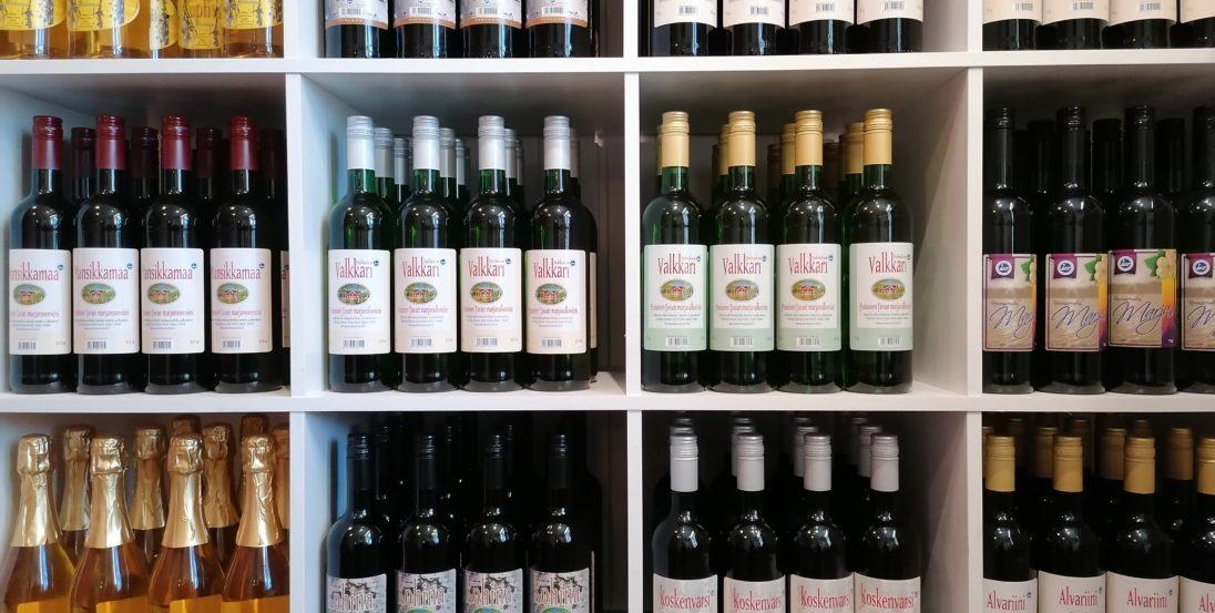 Punaisen tuvan viinitilan laaja viinivalikoima