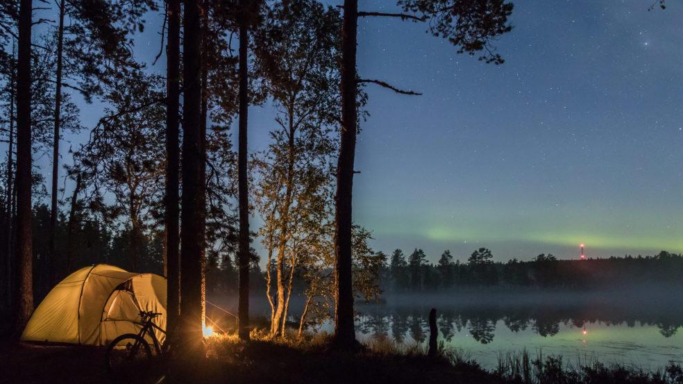 Lauhanvuori - Hämeenkangas UNESCO Global Geopark visit_lakeus teltta järvenrannalla